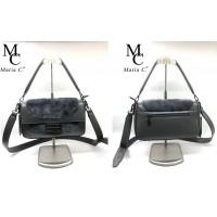Дамска компактна стилна чанта изработена от висококачествена еко кожа.