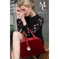Стилна дамска чанта изработена от висококачествена еко кожа.